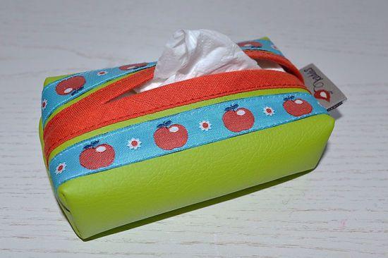 Bild von Taschentuchtascherl Kunstleder grün Äpfelchen