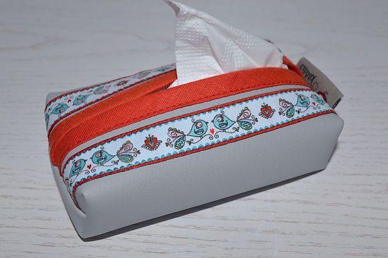 Bild von Taschentuchtascherl Kunstleder hellgrau Vögelchen