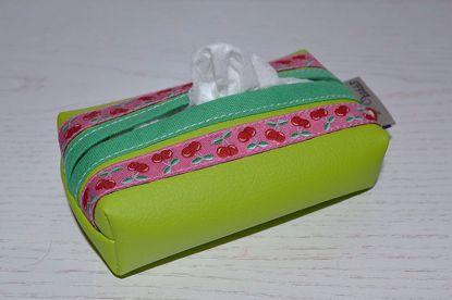 Bild von Taschentuchtascherl Kunstleder grün Kirschen