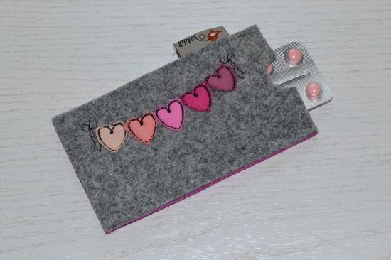 Bild von Tabletten-Etui Wimpel grau/pink
