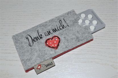Bild von Tabletten-Etui Denk an mich grau/rot