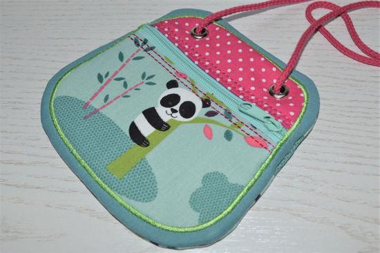 Bild von Brustbeutel Pandabär grau/pink